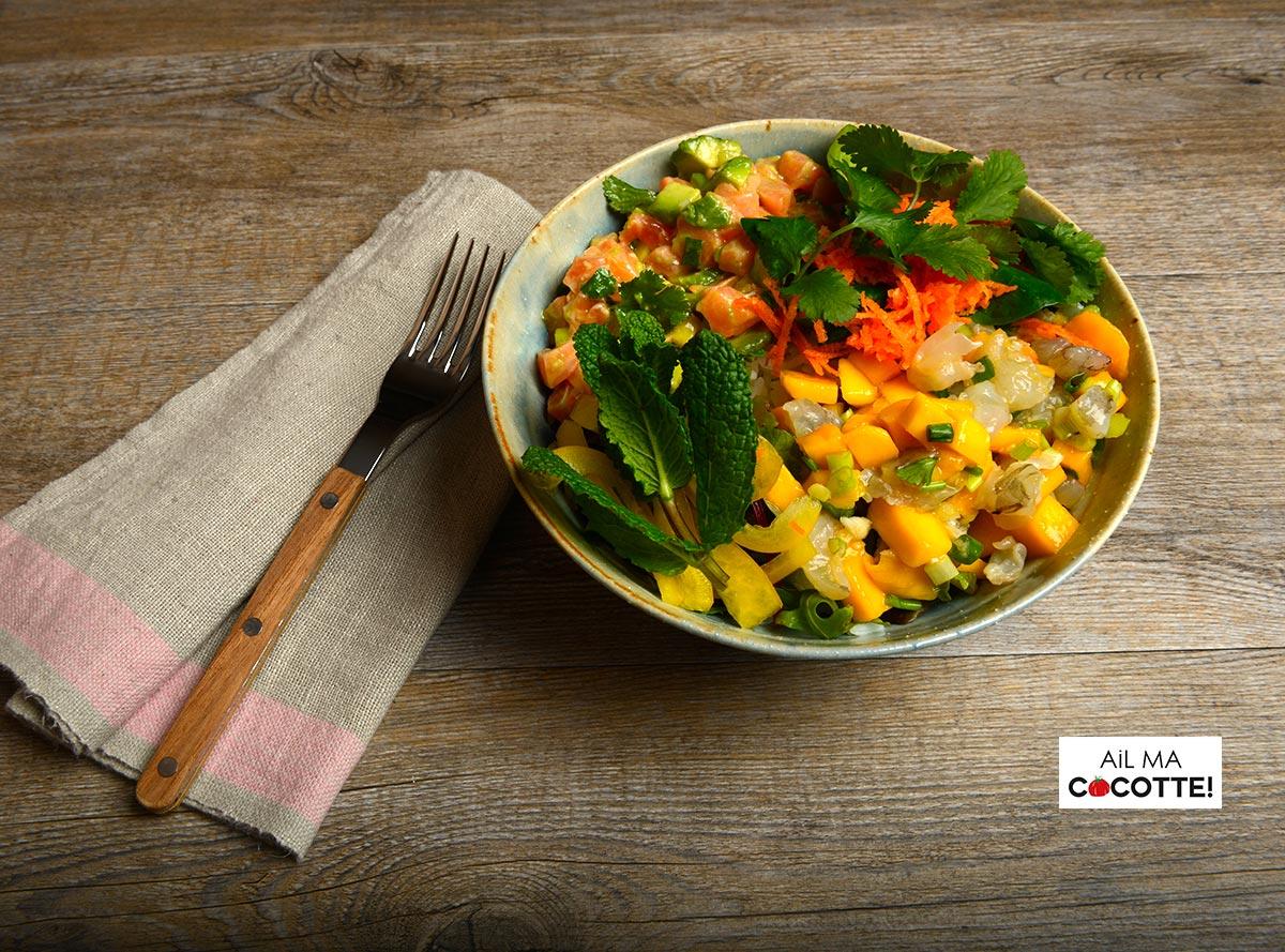 bol tartares de crevettes et saumon, salade thaïe