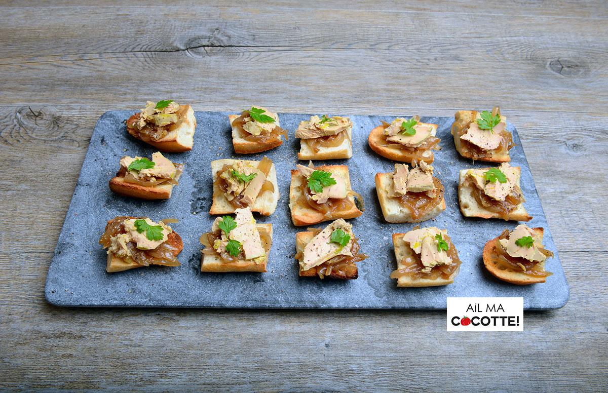 Petits toasts au foie gras et confit d'oignons