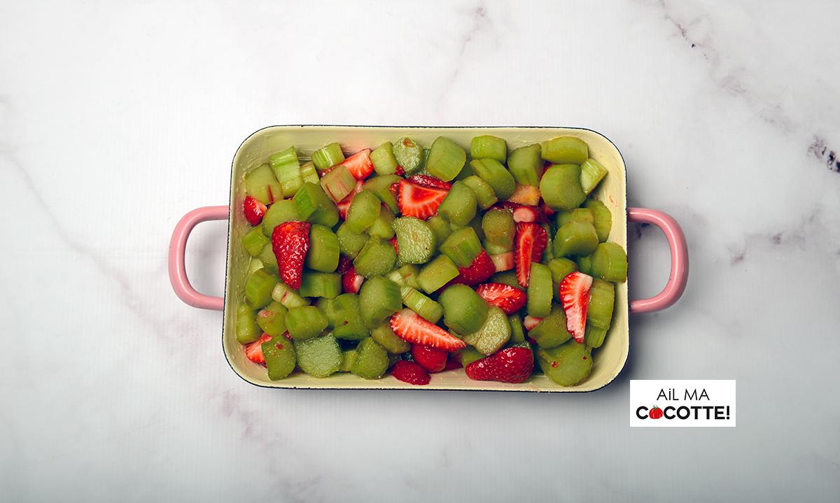 Crumble aux fraises et à la rhubarbe