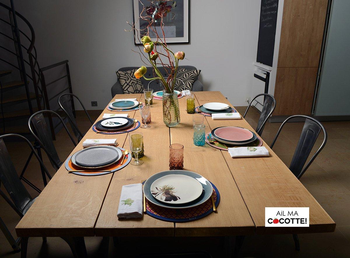 Table dépareillée aux pavots