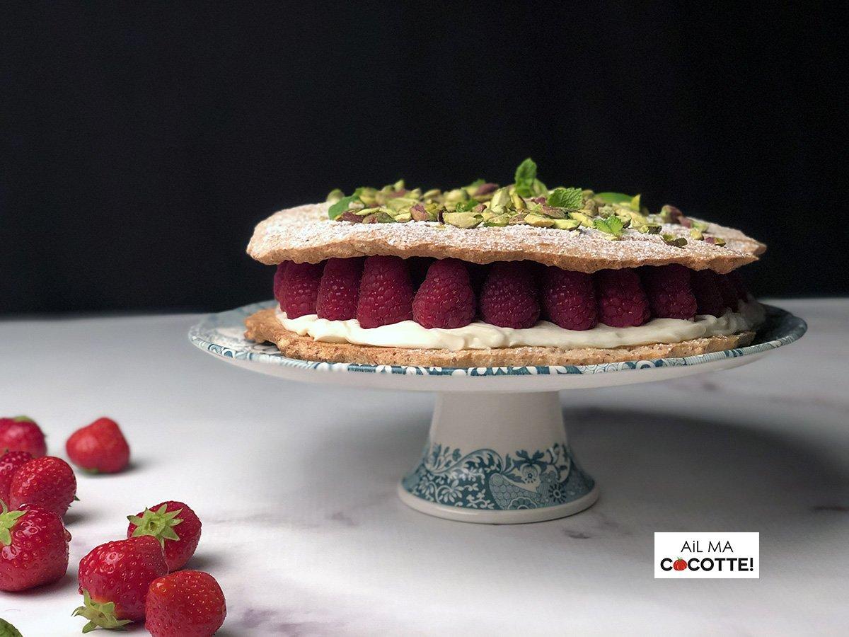Dacquoise aux fruits rouges et à la rose, ailmacocotte.com