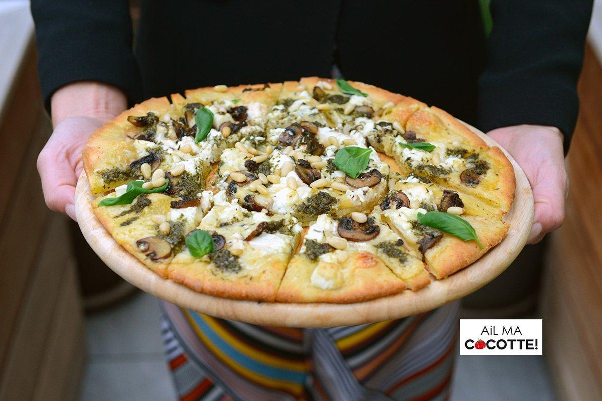 Pizza champignons, fromage et pesto, ailmacocotte.com